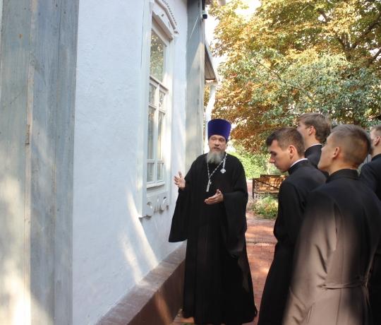 Студенты пропедевтического курса Тамбовской духовной семинарии посетили дом-музей святителя Луки