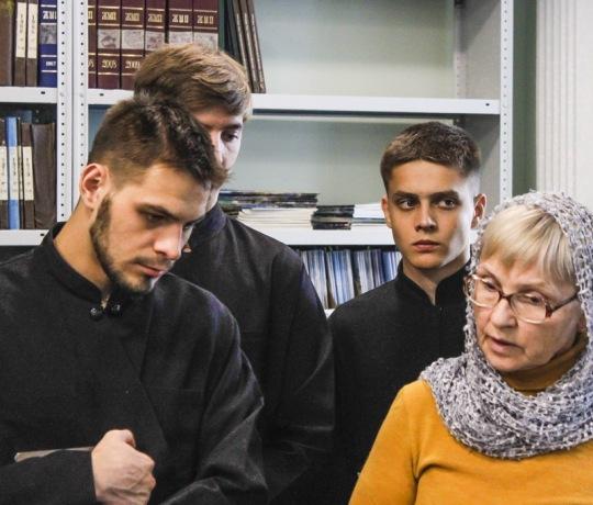 Студенты пропедевтического курса Тамбовской духовной семинарии посетили в семинарскую библиотеку