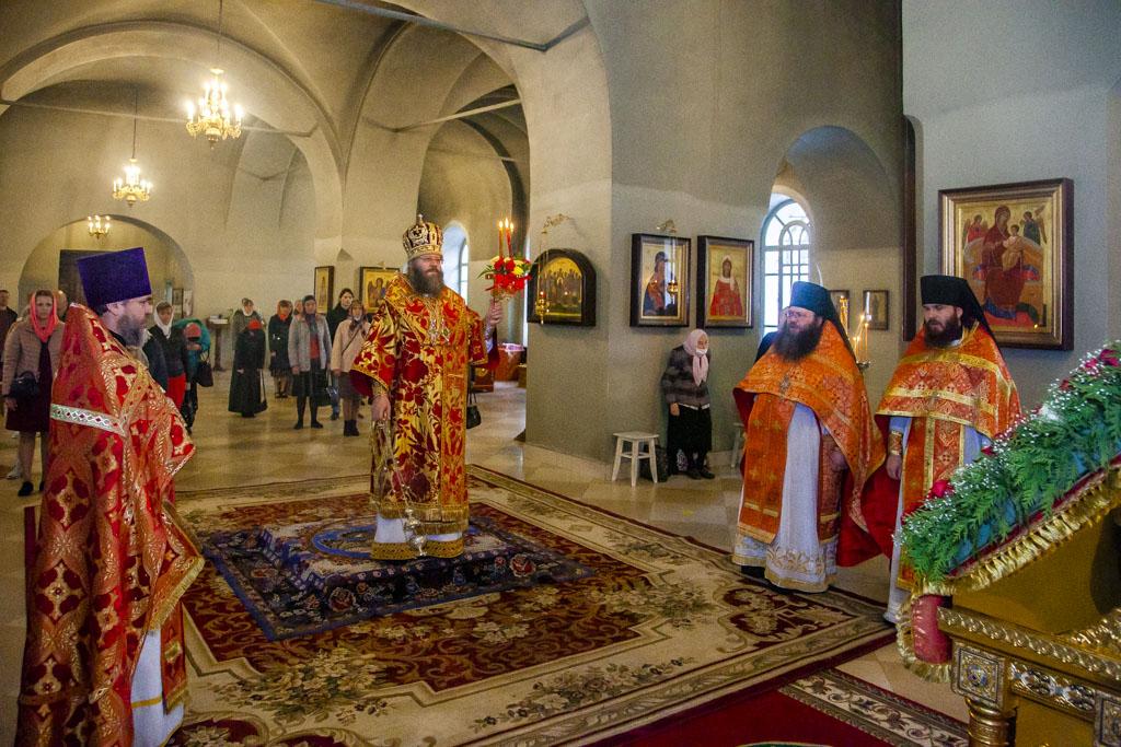 В понедельник Светлой седмицы ректор семинарии совершил Божественную литургию в Иоанно-Предтеченском храме Казанского мужского монастыря